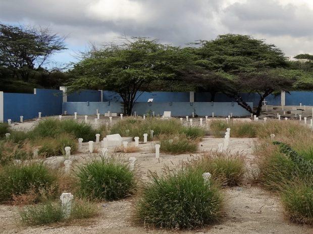 Openbare begraafplaats kolebra berde, Curacao - foto Aart G. Broek