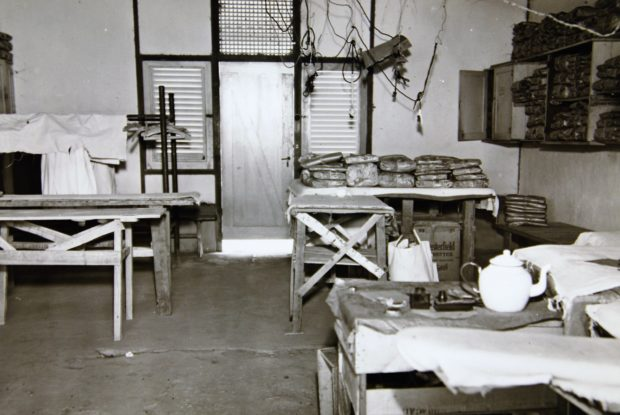 Was- en strijkbarak in kampement Suffisant