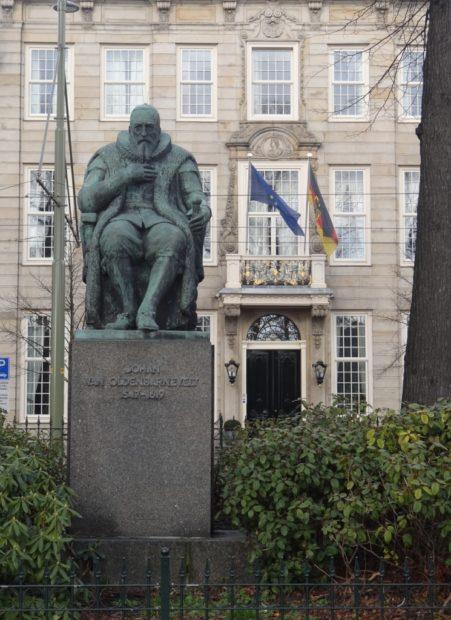 standbeeld Johan van Oldenbarnvelt, Den Haag - foto Aart G. Broek