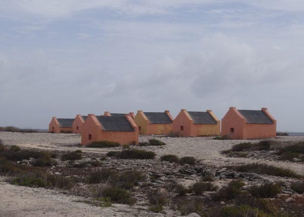 Slavenhutten Bonaire - foto Aart G. Broek